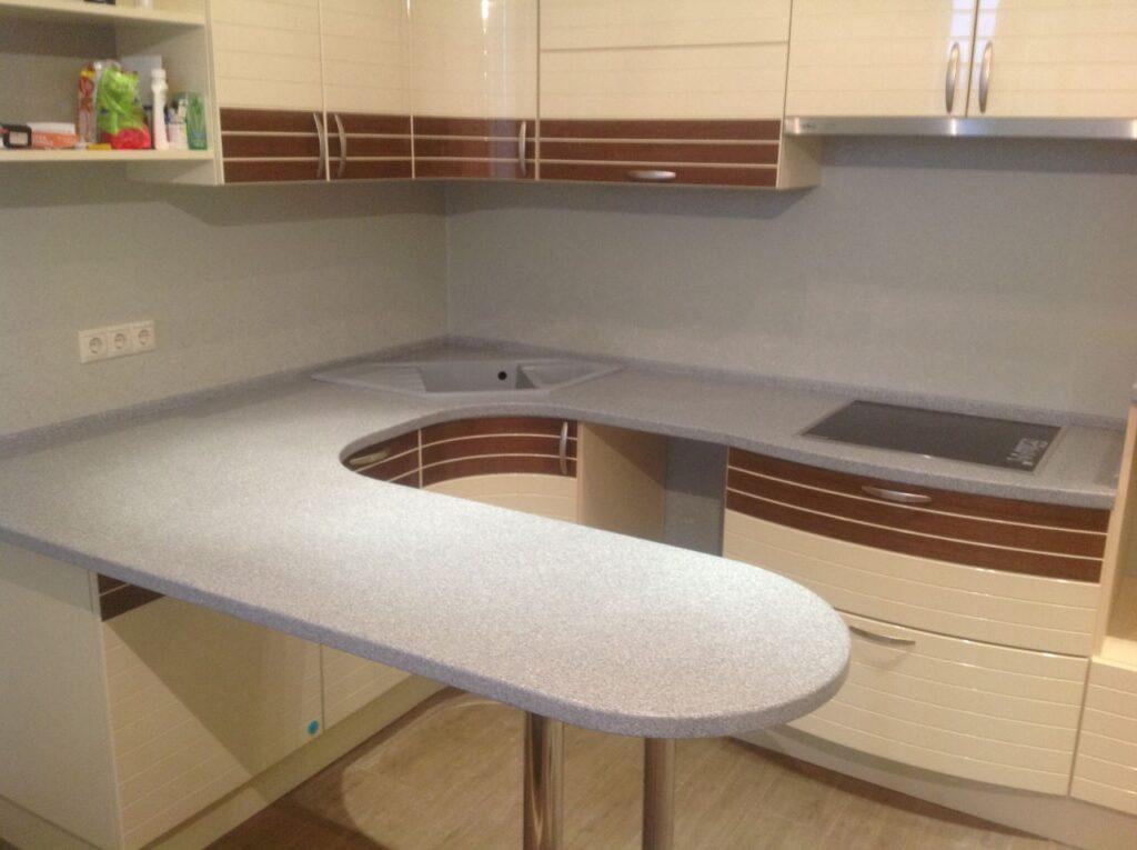 Барная стойка интегрированная в столешницу на кухне