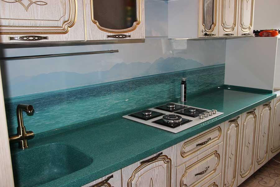 Кухонная столешница из искусственного камня с бортиком